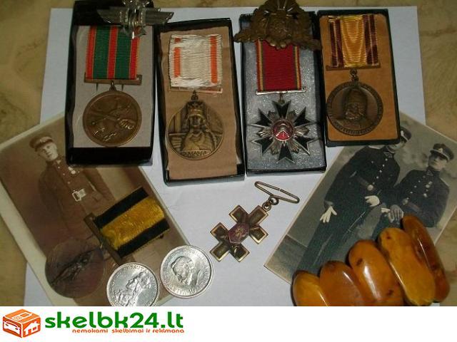 Perku medalius. senus pinigus, statuleles ir kitas senienas